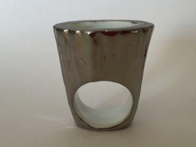 Bague Gazon Pot écorce Platine, création Philippe et Laurence RATINAUD, membres d'Esprit Porcelaine
