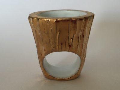 Bague Gazon Pot écorce Or, création Philippe et Laurence RATINAUD, membres d'Esprit Porcelaine